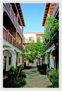 El-carillo-housing-courtyard